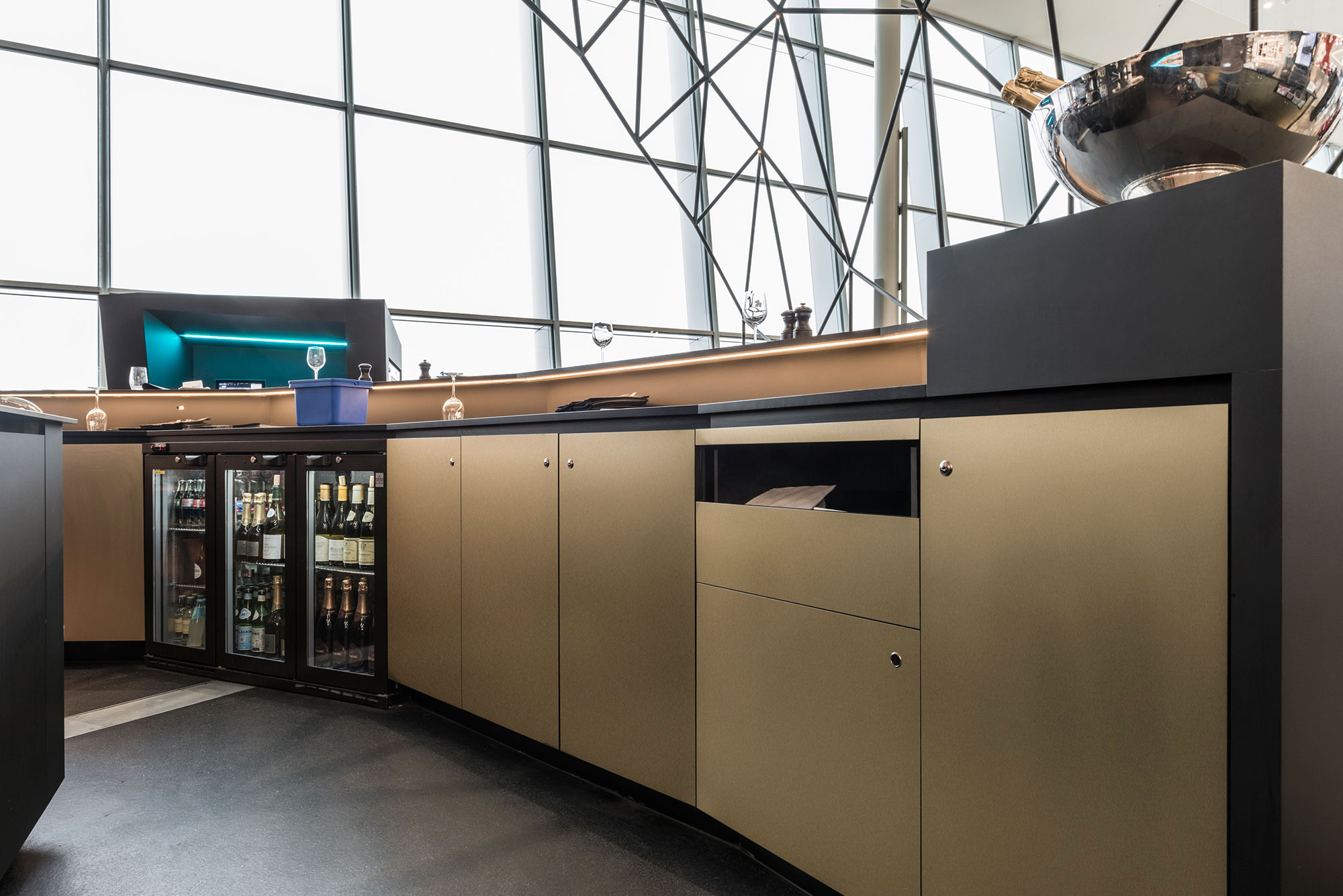 BBSC-architects-architecten-design-projecten-Black-Pearls-ATG-Zaventem-bar